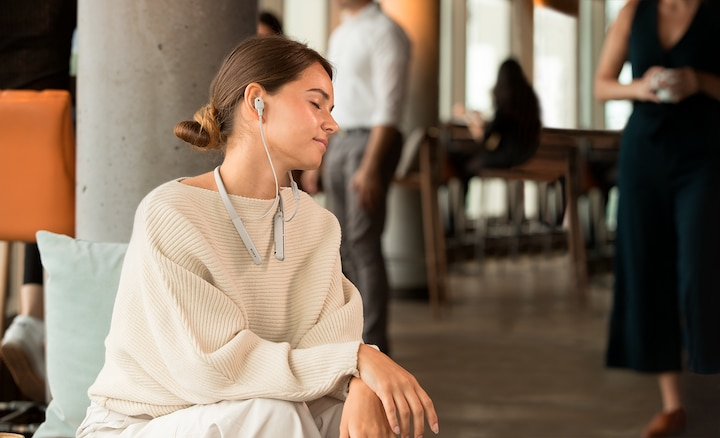 Lifestyle image of woman using WI-1000XM2 headphones to enjoy High-Resolution Audio sound.