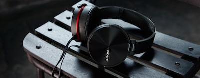 XB950AP EXTRA BASS™ Headphones in action